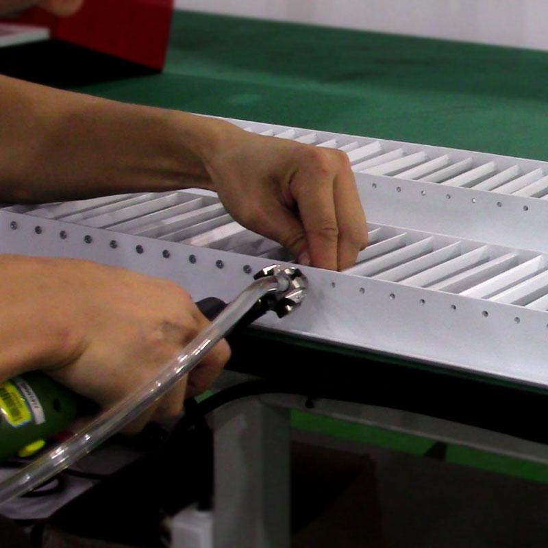 苏州某有限公司手持下压式锁螺丝机锁出风口百叶案例