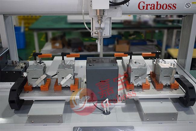 苏州某有限公司非标定制锁金属盒自动螺丝机案例