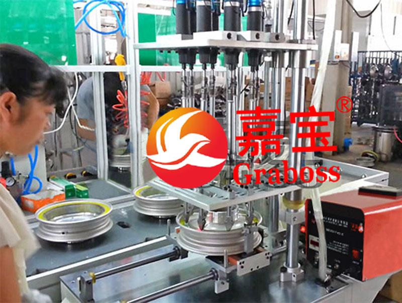 浙江某有限公司八(8)轴固定式锁车轮毂自动螺丝机案例