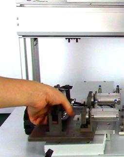 嘉宝GB-YX331双Y轴吸气式汽车把手自动送锁螺丝机-操作图