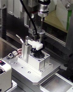 立式自动锁螺丝剃须刀配件机器部分图
